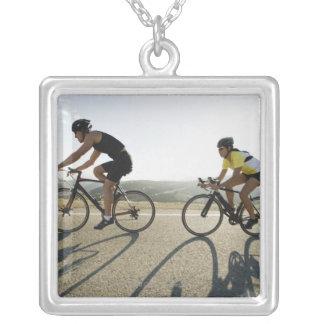 マリブのサイクリストの道の乗馬 シルバープレートネックレス