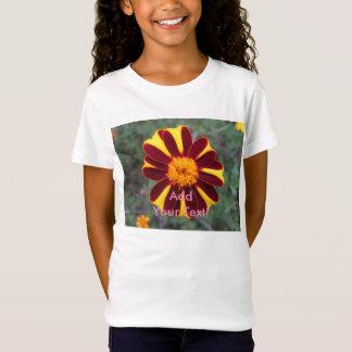 マリーゴールドのビロードの豊富な赤の黄色の花 Tシャツ