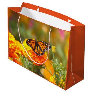 マリーゴールドの(昆虫)オオカバマダラ、モナーク ラージペーパーバッグ
