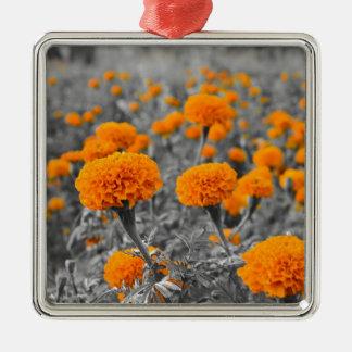 マリーゴールドまたはTagetesの花 メタルオーナメント