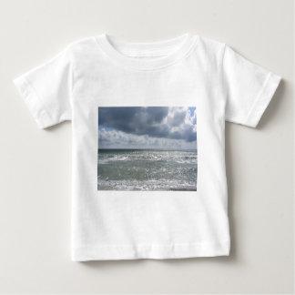 マリーナのディディミアムのピサのビーチの海岸。 タスカニー、イタリア ベビーTシャツ
