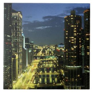 マリーナタワー、Chicago川のWackerドライブ、 タイル