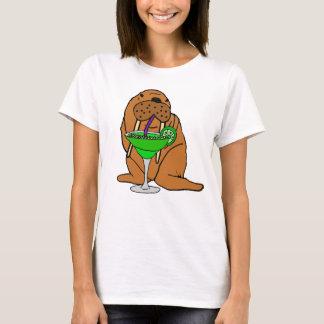 マルガリータの芸術を飲んでいるおもしろいなセイウチ Tシャツ