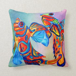 マンダリンの魚は装飾的な枕を設計します クッション