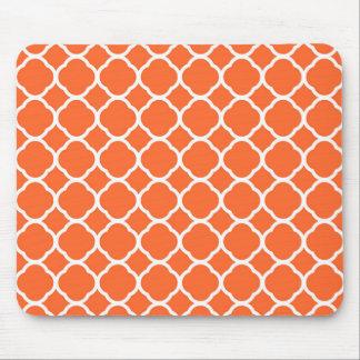 マンダリンオレンジおよび白のQuatrefoilパターン マウスパッド