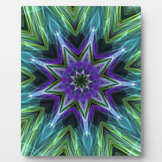 マンデラクールで鮮やかな紫色の緑の入ったパターン フォトプラーク