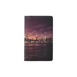 マンハッタンの後ろの7月4日の花火 ポケットMoleskineノートブック