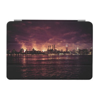 マンハッタンの後ろの7月4日の花火 iPad MINIカバー