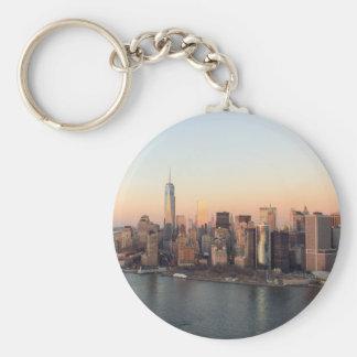 マンハッタン日没WTCの自由タワーNYCを下げて下さい キーホルダー