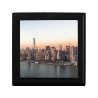 マンハッタン日没WTCの自由タワーNYCを下げて下さい ギフトボックス
