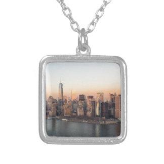 マンハッタン日没WTCの自由タワーNYCを下げて下さい シルバープレートネックレス
