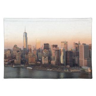 マンハッタン日没WTCの自由タワーNYCを下げて下さい ランチョンマット