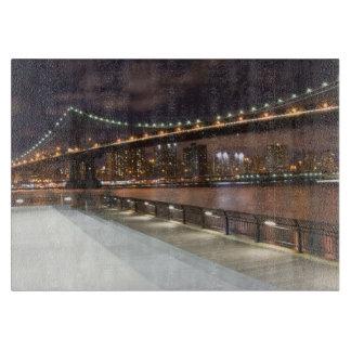 マンハッタン橋およびNYCのスカイライン カッティングボード