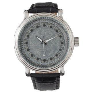 マンホールの蓋 腕時計