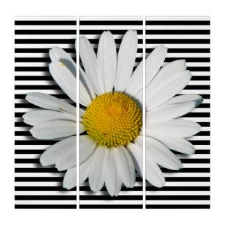 マーガレットの花及び白い狭いところだけ縞で飾ります トリプティカ
