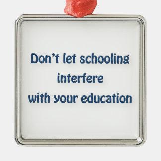 マーク・トウェインの引用文-干渉する教育を…許可しないで下さい メタルオーナメント
