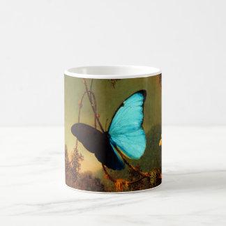 マーティン・ジョンソンHeade青いMorphoの蝶 コーヒーマグカップ