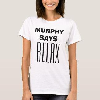 """""""マーフィーリラックスします""""は- Quotableティーを言います Tシャツ"""