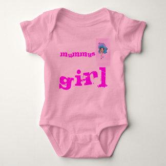 ミイラの小さな女の子のベビーはかわいく、愛らしく育ちます ベビーボディスーツ