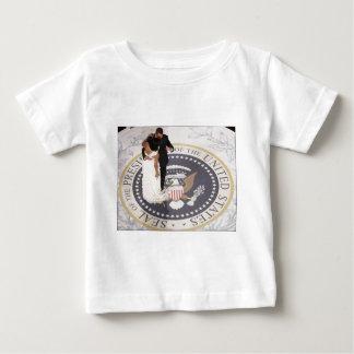 ミシェールおよびバラック・オバマ ベビーTシャツ