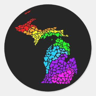 ミシガン州のプライド: 虹のハート ラウンドシール