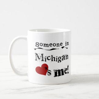 ミシガン州の誰かは私を愛します コーヒーマグカップ