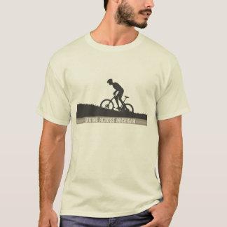 ミシガン州を渡って自転車に乗ること Tシャツ