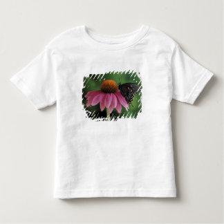 ミシガン州、ロチェスター。 Spicebushのアゲハチョウ トドラーTシャツ