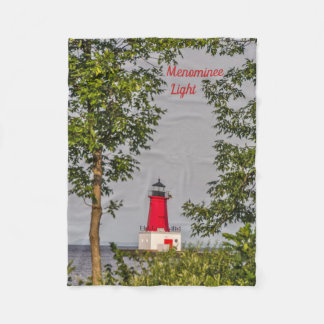 ミシガン湖の桟橋の端に赤い灯台 フリースブランケット