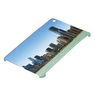 ミシガン湖著シカゴのスカイラインの眺め iPad MINIカバー