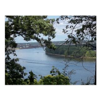 ミシシッピー川からのDubuqueアイオワ ポストカード
