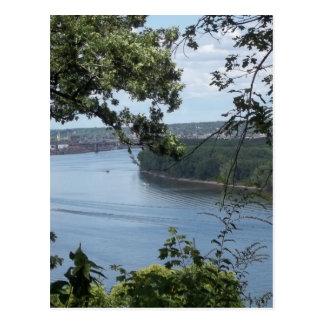ミシシッピー川のDubuqueアイオワ ポストカード