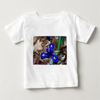 ミニチュア青いオランダアイリス ベビーTシャツ