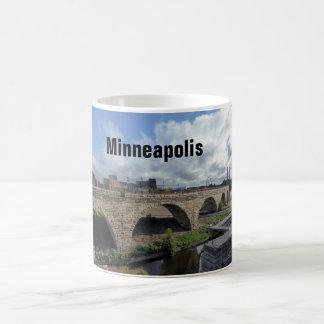 ミネアポリスの石造りのアーチ橋写真のコーヒー・マグ コーヒーマグカップ