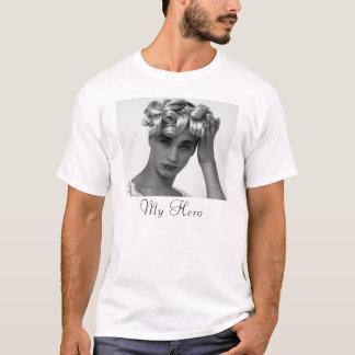 ミハエルAlig Tシャツ