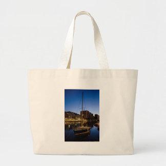 ミラノの川の都市 ラージトートバッグ