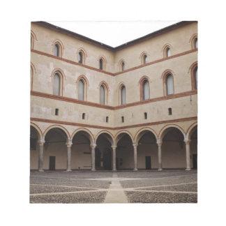 ミラノ、イタリアのSforzaの城(Castello Sforzesco) ノートパッド