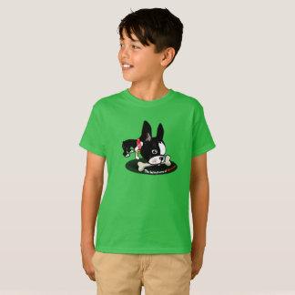 ミラベルはボストンテリア犬に骨を与えます Tシャツ