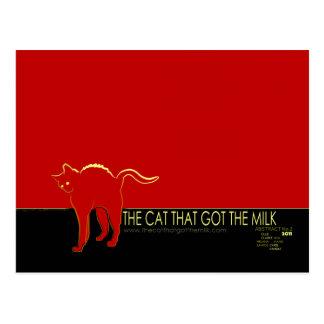 ミルクの郵便はがきを得た猫 ポストカード