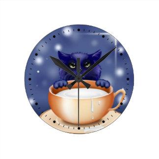 ミルクを持つかわいい猫 ラウンド壁時計
