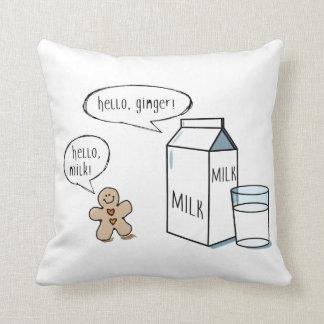 ミルク及びショウガの予測できなく白い投球のクッション クッション