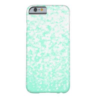ミントの白い紙吹雪のハート BARELY THERE iPhone 6 ケース