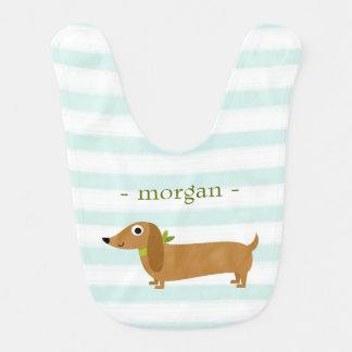 ミントを持つかわいいダックスフント犬は縞で飾ります ベビービブ