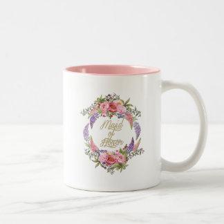 メイド・オブ・オーナー(花嫁付き添い人)の金花の花束2の調子のマグ ツートーンマグカップ