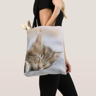 メインのあらいぐまの子ネコの睡眠 トートバッグ