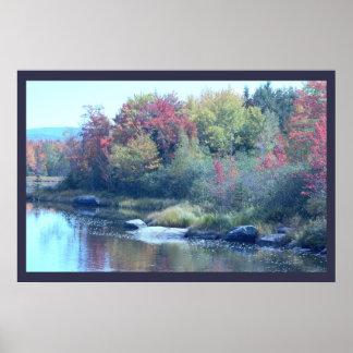 メインのカラフルな秋の木 ポスター