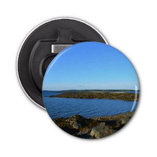 メインの岩が多い海岸 ボタン型 栓抜