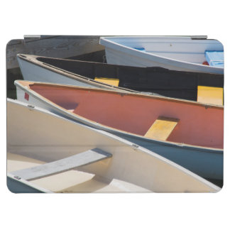 メイン、Rockland。 Rocklandのカラフルなボート iPad Air カバー