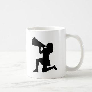 メガホンのマグを持つチアリーダー コーヒーマグカップ