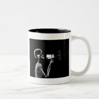 メガホン- B&WのX線の骨組 ツートーンマグカップ